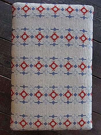 sewing box + ottoman_c0139773_1712219.jpg