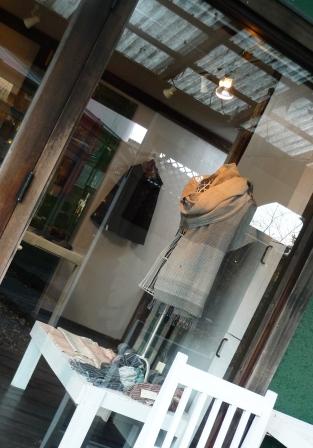 iwasakiの『身を包む織物』展・・・_f0177373_19581060.jpg