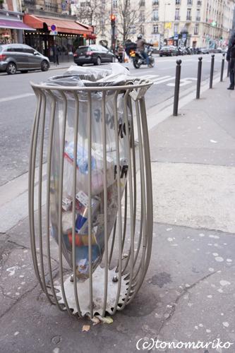 パリのゴミ箱変わってる〜_c0024345_21505397.jpg