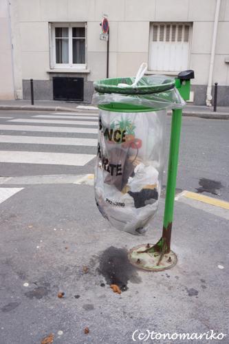 パリのゴミ箱変わってる〜_c0024345_21511590.jpg