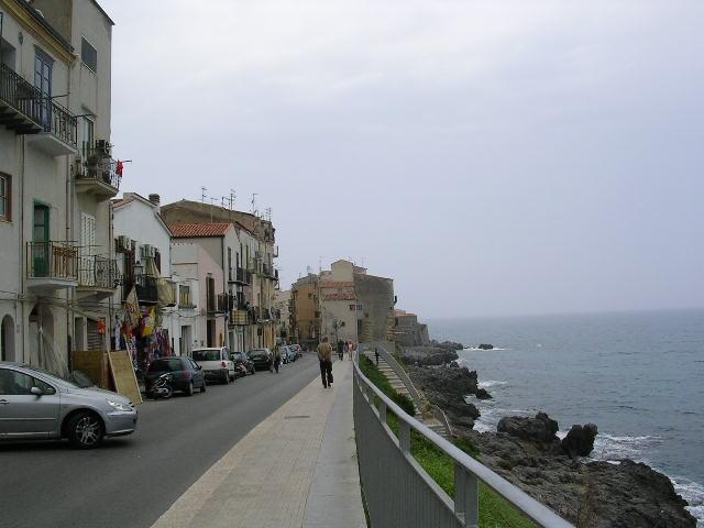 イタリア旅⑥⑦4月10,11日、タオルミーナ、チェファル観光_f0060461_18462352.jpg