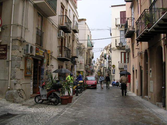 イタリア旅⑥⑦4月10,11日、タオルミーナ、チェファル観光_f0060461_18503721.jpg