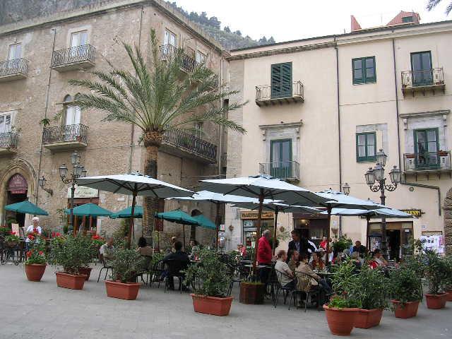 イタリア旅⑥⑦4月10,11日、タオルミーナ、チェファル観光_f0060461_1852416.jpg