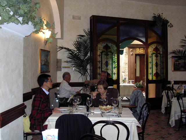 イタリア旅⑥⑦4月10,11日、タオルミーナ、チェファル観光_f0060461_18535545.jpg
