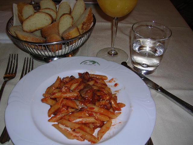 イタリア旅⑥⑦4月10,11日、タオルミーナ、チェファル観光_f0060461_18544310.jpg
