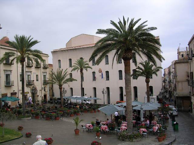 イタリア旅⑥⑦4月10,11日、タオルミーナ、チェファル観光_f0060461_18574825.jpg