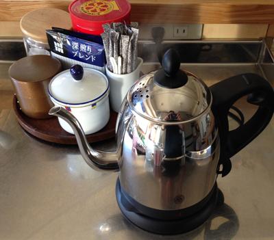 珈琲のドリップに便利なケトルポット。_b0194208_1330308.jpg