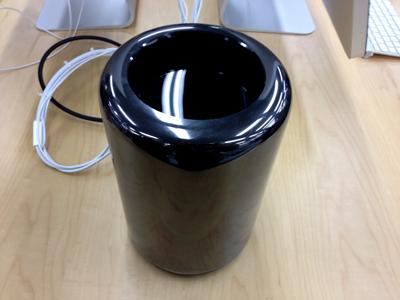 黒いゴミ箱の現物を見てきた、結構ズッシリしている。_b0194208_19533218.jpg