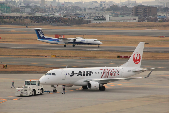 E170 エンブラエル J-AIR 伊丹空港_d0202264_7225235.jpg