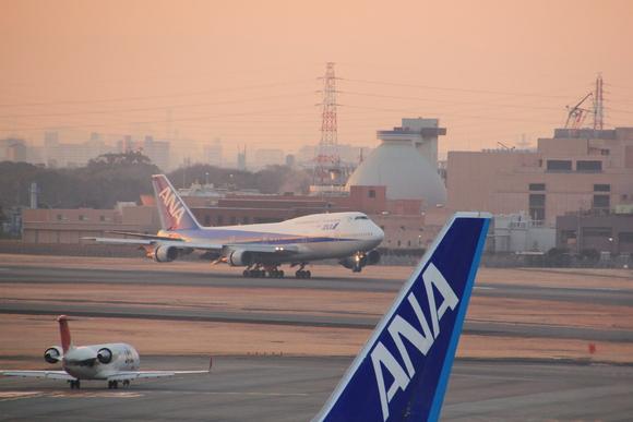 ANA 伊丹空港 ボーイング747-ダッシュ400 テクノジャンボ飛来_d0202264_7272657.jpg