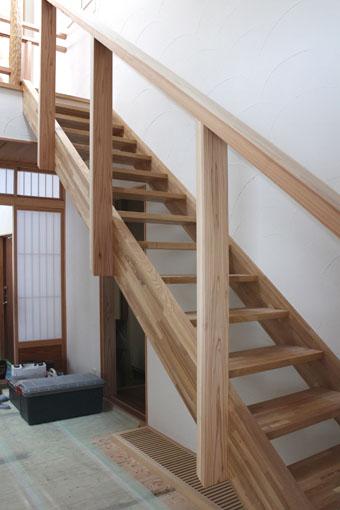 大窓花園町の家:階段手摺_e0054299_11234227.jpg