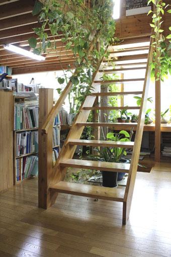 大窓花園町の家:階段手摺_e0054299_1210251.jpg
