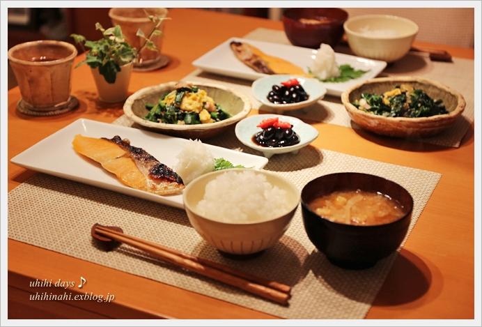 ふんわりたまごとほうれん草炒めと焼鮭定食_f0179404_2130628.jpg