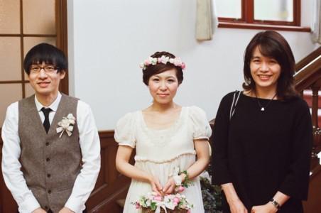 桜色のバスケットブーケ、花冠、リストレット 紅茶染めのドレスに_b0113510_1133273.jpg