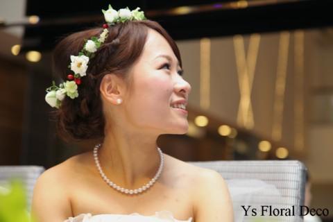 白いお花と赤い実ものの花冠 三重へ_b0113510_1141327.jpg