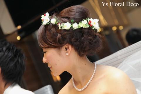 白いお花と赤い実ものの花冠 三重へ_b0113510_1142858.jpg