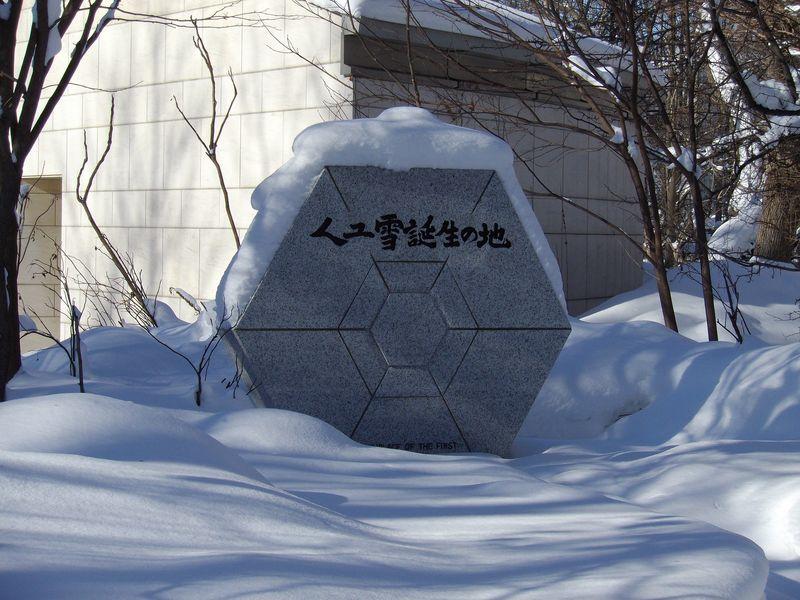 降り続いた雪が上がりまぶしい札幌_c0025115_1844337.jpg
