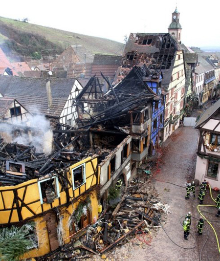 フランス、最も美しい村での大火事_c0024345_643755.jpg