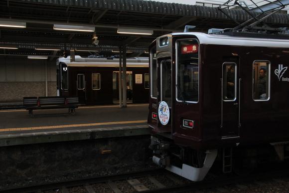 阪急 西宮北口駅 省エネ車両_d0202264_5402716.jpg