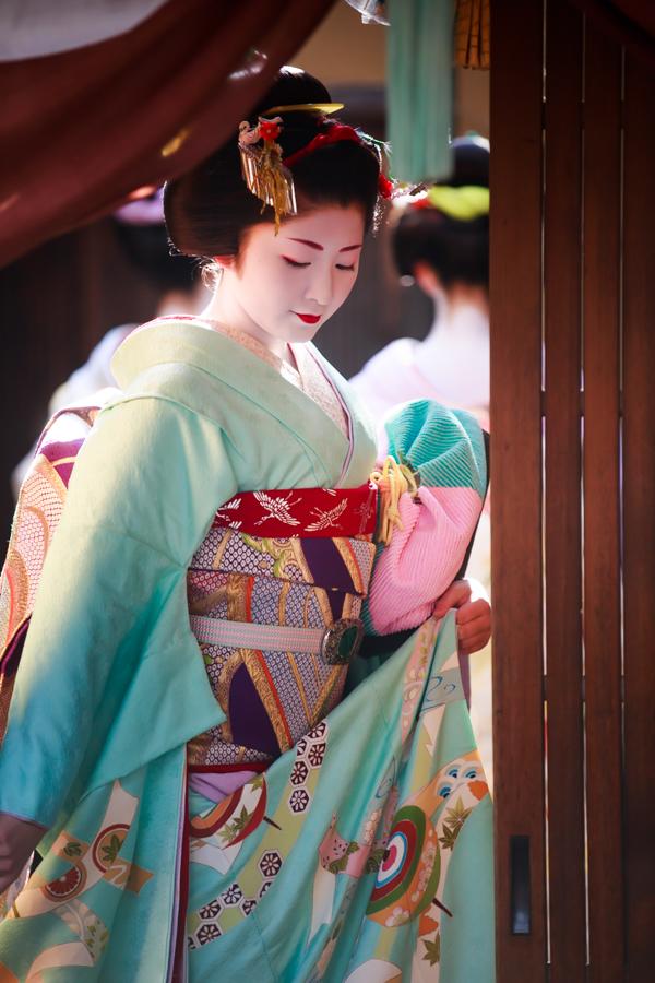 祇園甲部 「初寄り」!_b0128581_1924318.jpg