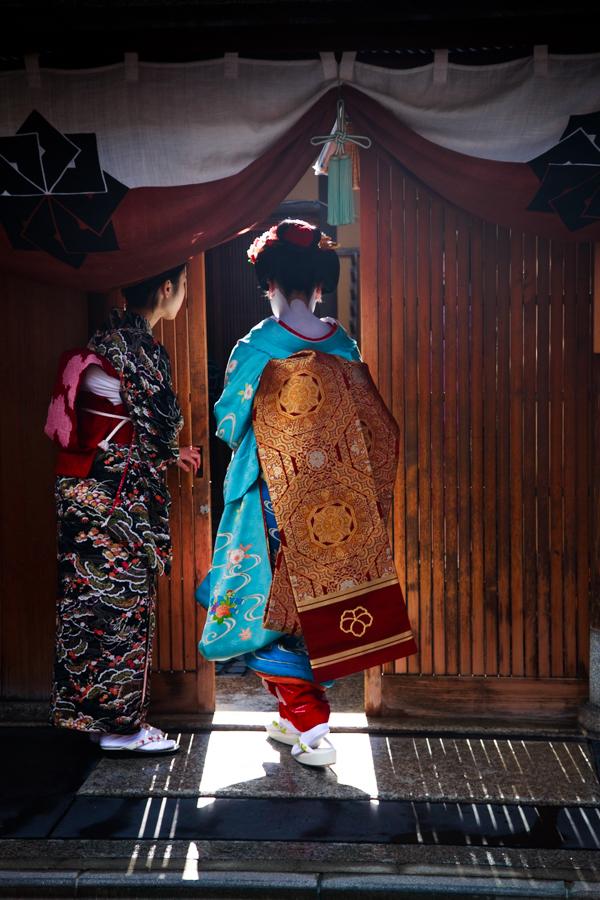 祇園甲部 「初寄り」!_b0128581_1933885.jpg