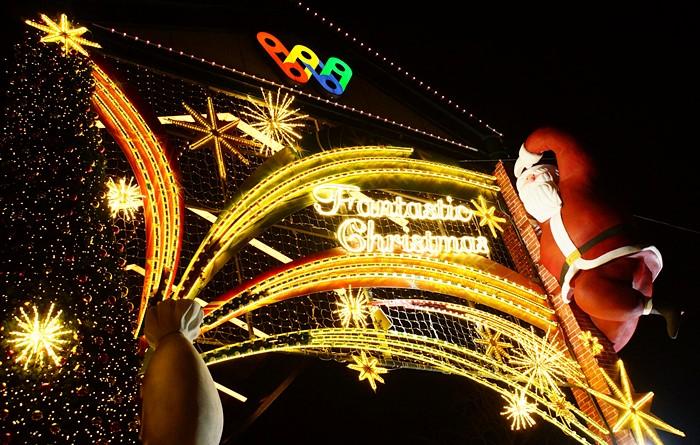 横浜ワールドポーターズのクリスマスイルミネーション2013_b0145398_1642229.jpg