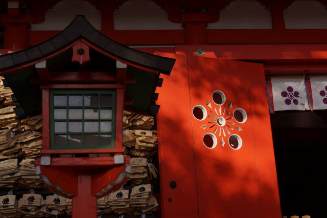 木漏れ日射す神社にて_a0257652_1703764.jpg