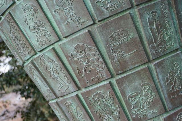 木漏れ日射す神社にて_a0257652_1715976.jpg