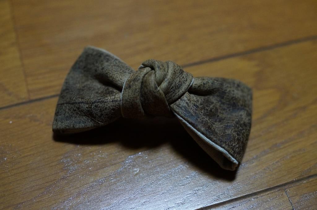 革製の蝶ネクタイ_d0166598_10411550.jpg