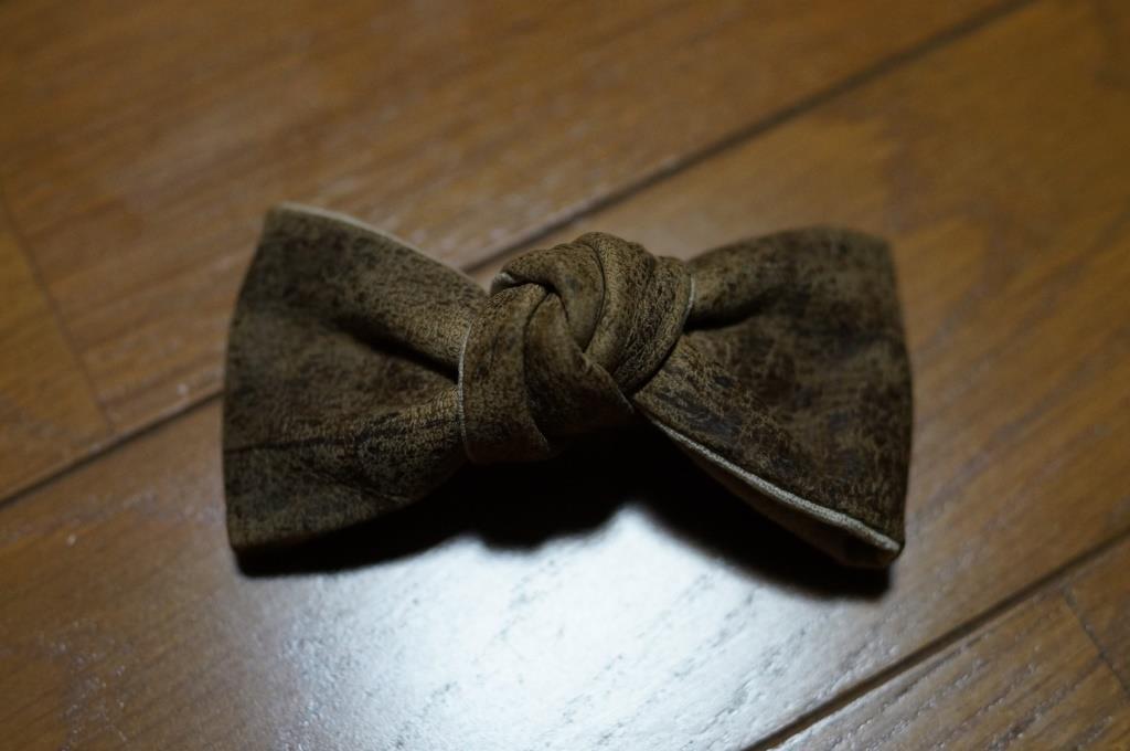 革製の蝶ネクタイ_d0166598_10412348.jpg