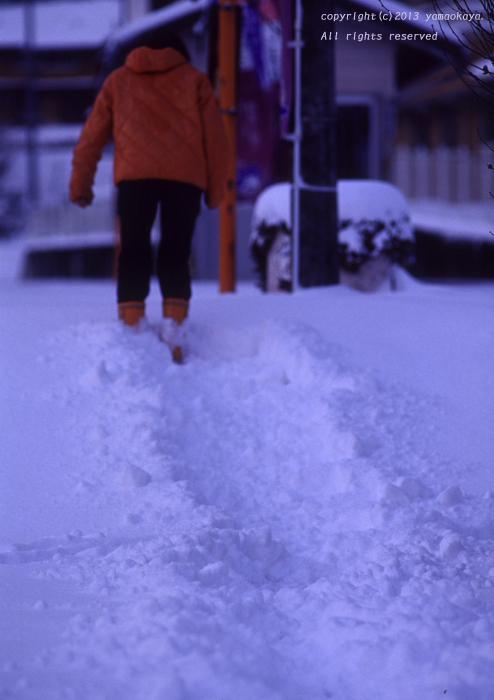雪の積もった駅で_d0309612_22573597.jpg