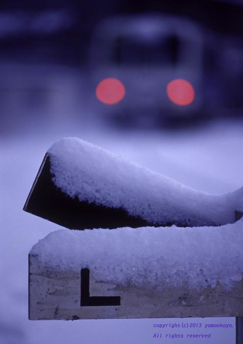 雪の積もった駅で_d0309612_2258229.jpg