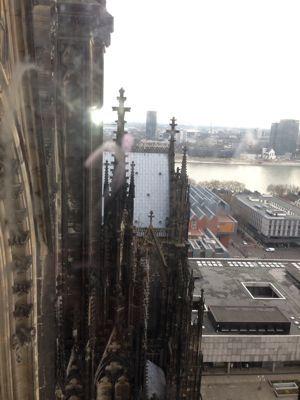 ケルン大聖堂のてっぺんでーす‼_a0071934_18305373.jpg