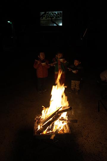 和太鼓の音、焚き火の子 阪神淡路大震災 鎮魂と希望の和太鼓2014_c0069903_08422265.jpg