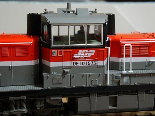DCCサウンドに華を添える小加工:カトーDE10 JR貨物更新色_f0037227_23125476.jpg