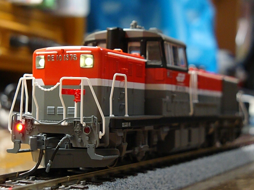 DCCサウンドに華を添える小加工:カトーDE10 JR貨物更新色_f0037227_2325561.jpg