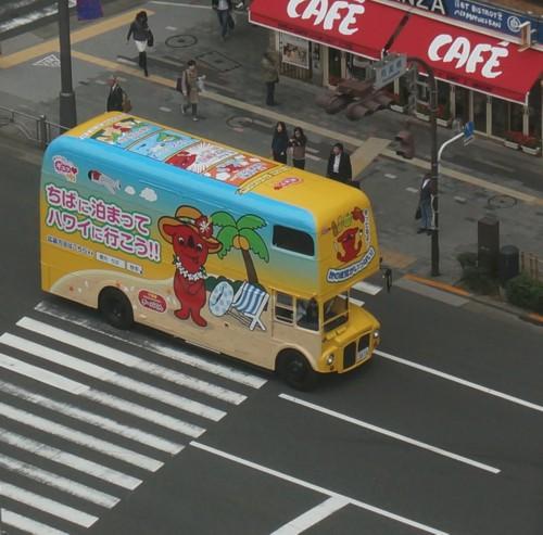 海外旅行の宣伝バス_f0055131_1121548.jpg