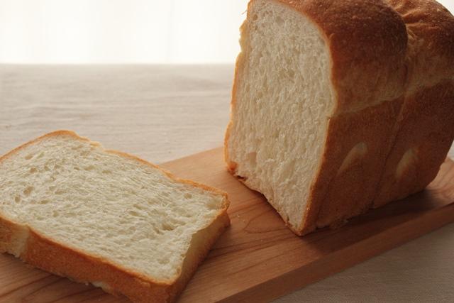 パン教室で「レーズン酵母の食パン」を習いました!_a0165538_9335140.jpg
