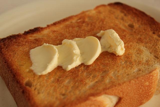 パン教室で「レーズン酵母の食パン」を習いました!_a0165538_9343369.jpg
