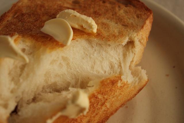 パン教室で「レーズン酵母の食パン」を習いました!_a0165538_9352013.jpg