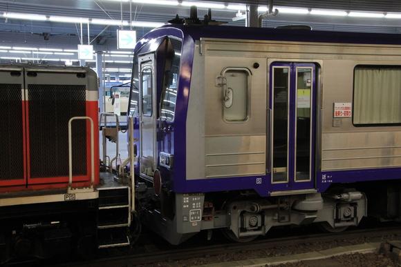 キハ120形とDD51 大阪駅にて_d0202264_5393952.jpg