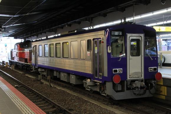 キハ120形とDD51 大阪駅にて_d0202264_539893.jpg