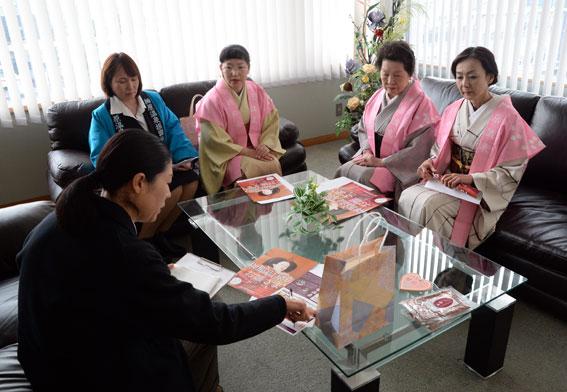 津市内の報道関係へ「ひな祭り」のPR_b0145257_19485831.jpg