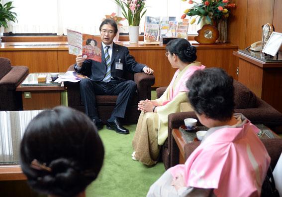 津市内の報道関係へ「ひな祭り」のPR_b0145257_19582751.jpg