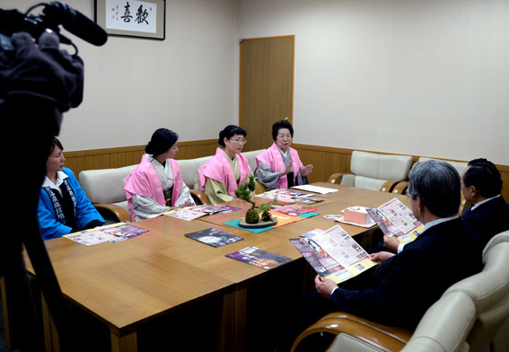 津市内の報道関係へ「ひな祭り」のPR_b0145257_20131537.jpg