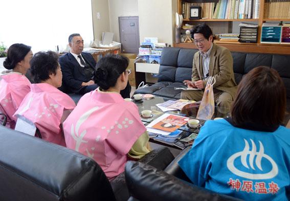 津市内の報道関係へ「ひな祭り」のPR_b0145257_202538.jpg