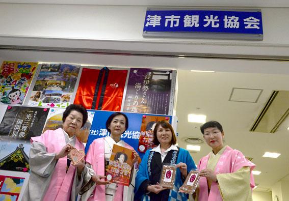 津市内の報道関係へ「ひな祭り」のPR_b0145257_2052181.jpg