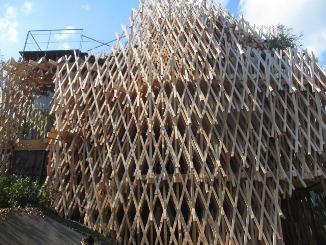 ユニークな建物 at  Minami Aoyama!_d0091909_15371487.jpg