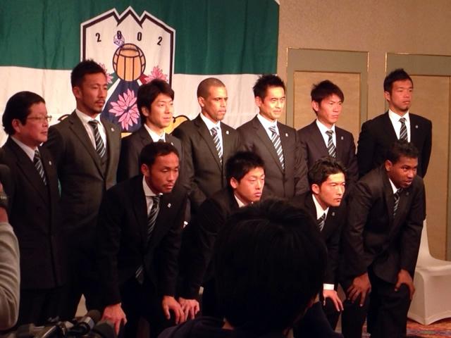 FC岐阜 朝日新聞_d0063218_1495843.jpg