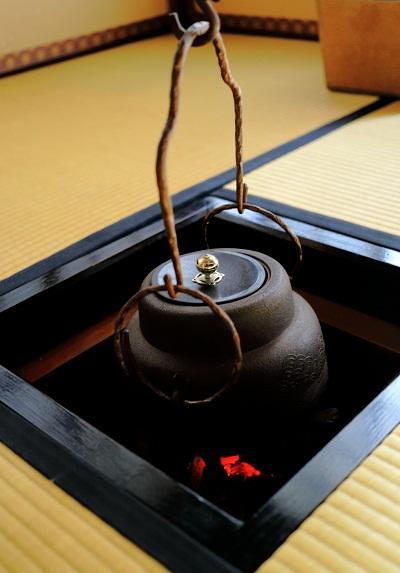 心静かに茶を点てる_e0241944_22241129.jpg